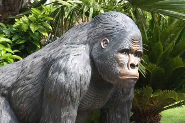 Tuinbeeld Gorilla - Bokito van kunststof
