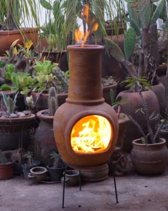 Mexicaanse tuinhaard aan het stoken